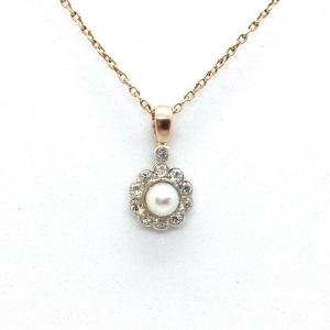 2969. Daisy Shape Pendant With Diamonds And Pearls