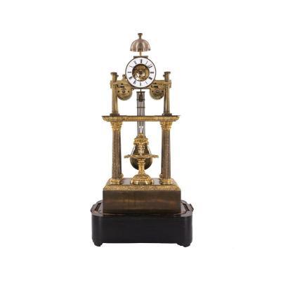 Horloge Portique Squelettée Française Avec Fontaine En Cascade.