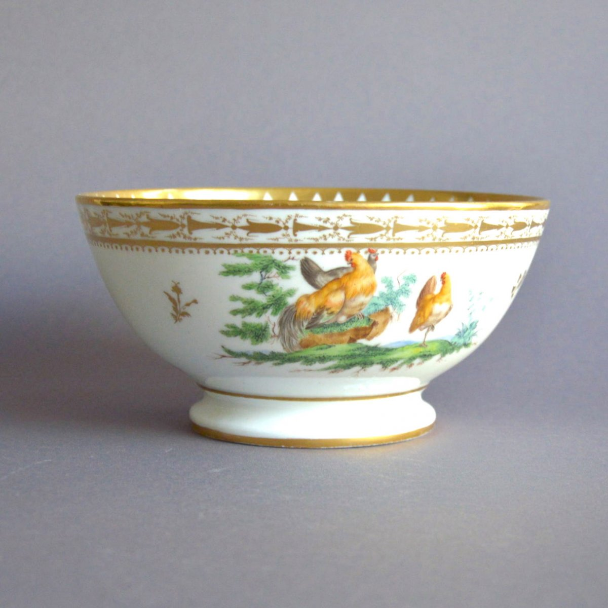 Coupe En Porcelaine De Vieux Bruxelles Dans Le Goût De Louis Cretté  Décor De Basse-cour 19ème