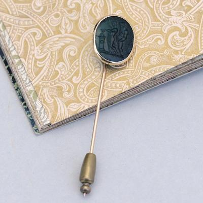 Pin In 18k Yellow Gold, Adorned With A Tinted Glass Intaglio, Figuring An Antique Scene
