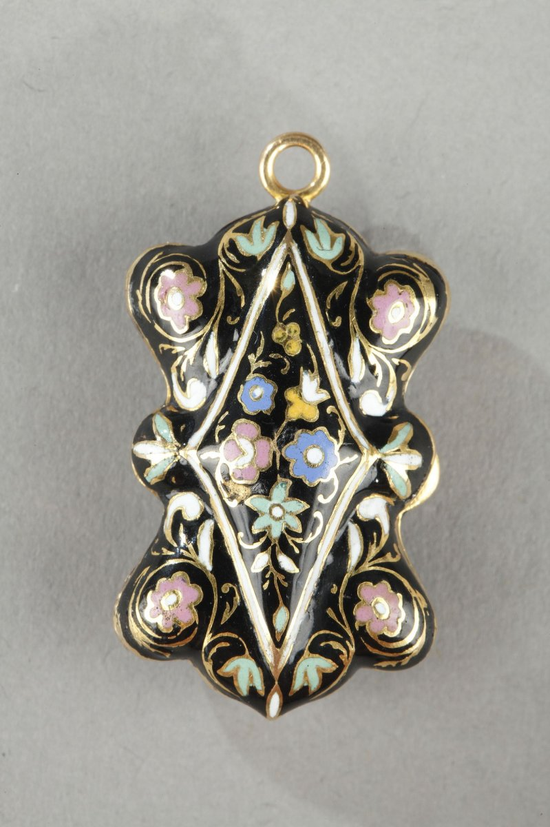 Gold And Enamel Vinaigrette. Mid-19th Century.