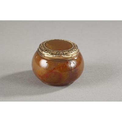 English 18th Century Gold-mounted Agate Snuff-box.