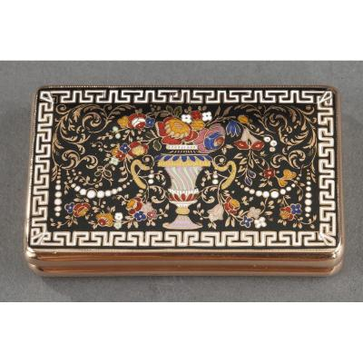 A Gold And Champlevé Enamel Snuffbox. Circa 1820-1830
