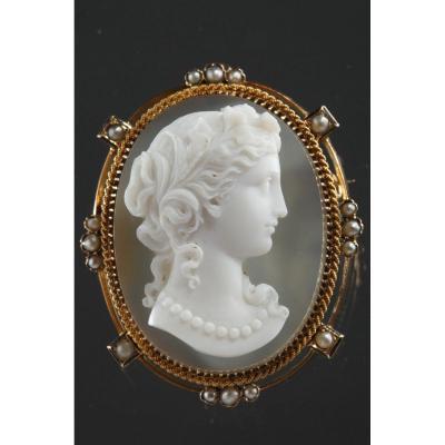Broche Or, Perles Et Camée Sur Agate. XIXème Siècle.