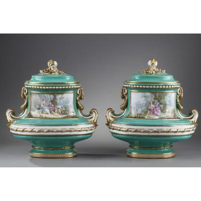Grande Paire De Vases De Style Louis XV. Seconde Partie Du XIXème Siècle.
