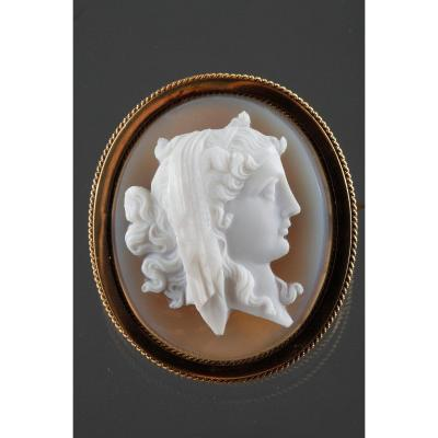 19th Century Gold Brooch And Cameo On Agate.