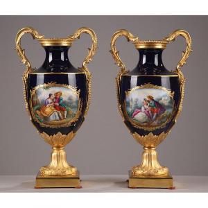 Paire De Vases En Porcelaine Et Bronze Doré. Fin Du XIXème Siècle.