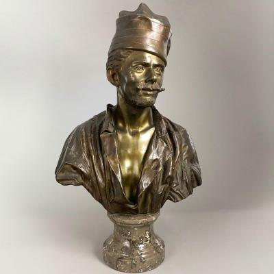 Large Bust Of A Man With A Hat - Spanish School