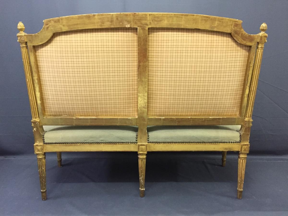petit canap en bois dor de style louis xvi banquettes canap s. Black Bedroom Furniture Sets. Home Design Ideas