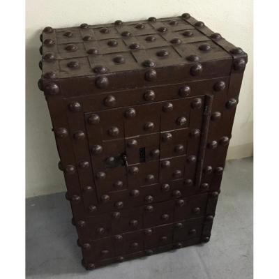 coffre ancien sur proantic 19 me si cle. Black Bedroom Furniture Sets. Home Design Ideas