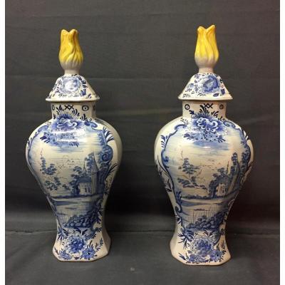 Paire De Vases En Faience De Delft