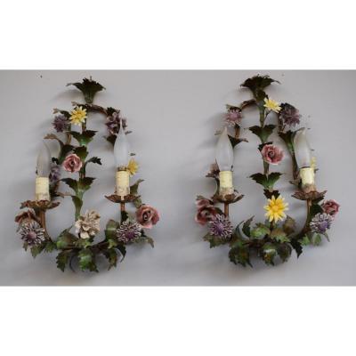 Paire D Appliques En Fer Et Fleurs En Porcelaine