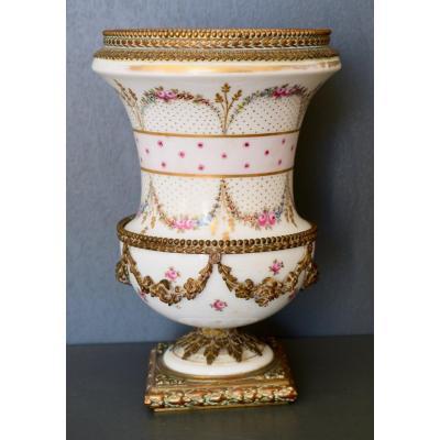 Vase De Forme Medicis En Porcelaine De Paris