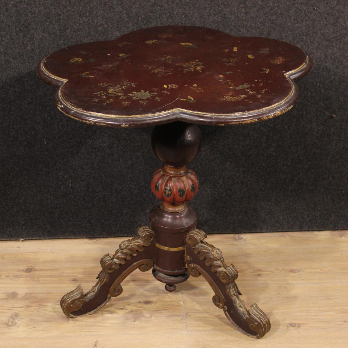 table basse fran aise en bois laqu et dor du xx me si cle tables basses. Black Bedroom Furniture Sets. Home Design Ideas