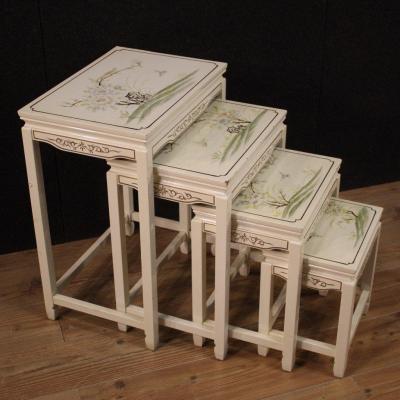 Quatre Tables Basses De Salon Laquées Et Peintes
