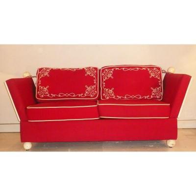Canapé Lit Années 40 Ou Lit De Repos Rouge Et Broderie Brandebourg De Style Louis XIV