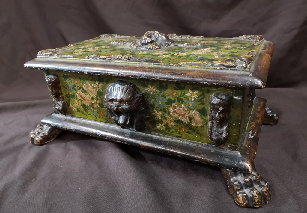 Coffret Vénitien En Bois Sculpté Et Laqué Polychrome. XVIIIe