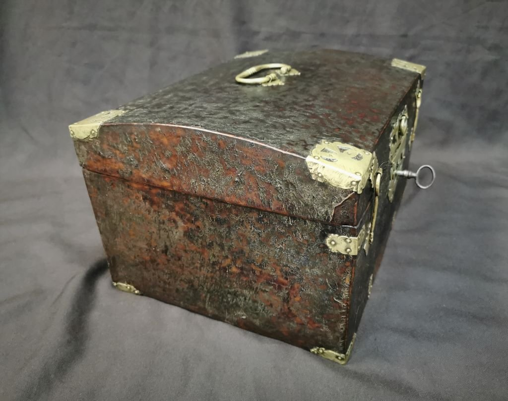 Large Leather Box Louis XIV Period. Late 17th Century-photo-1