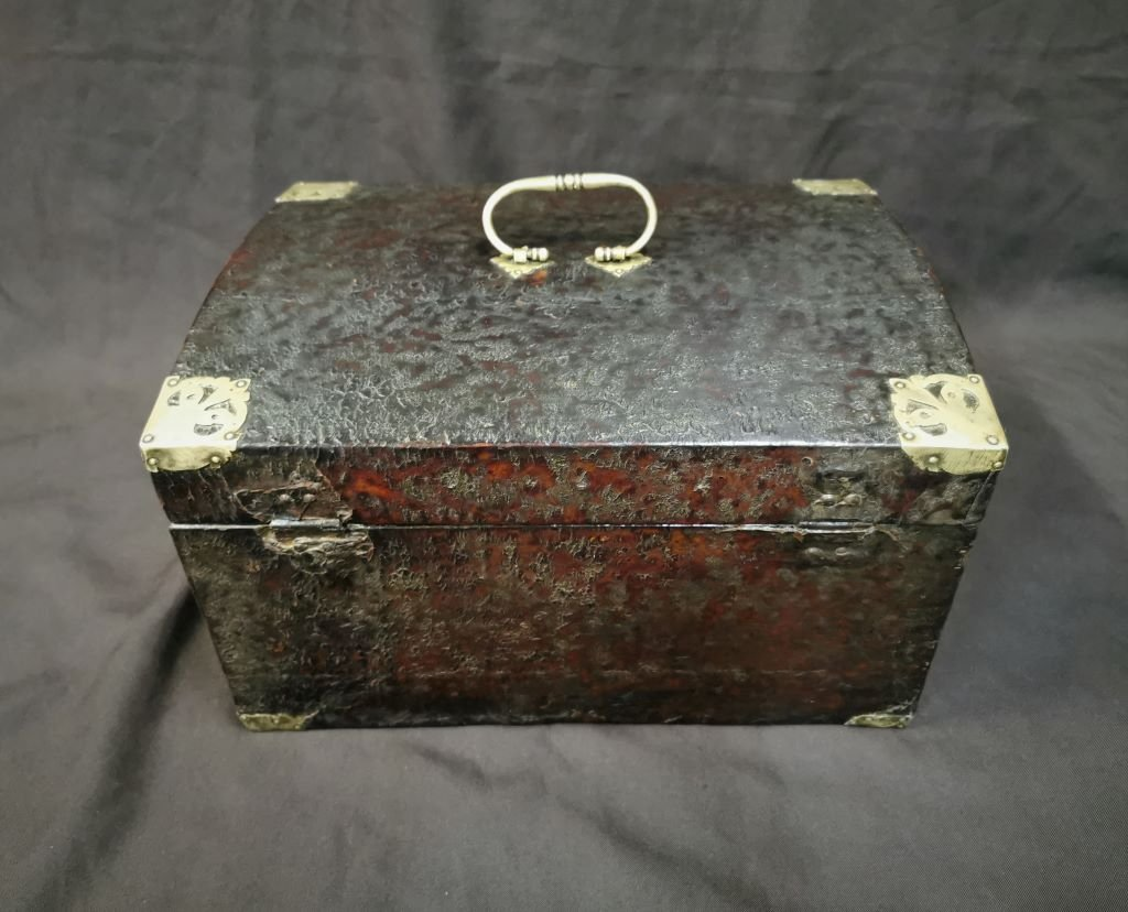 Large Leather Box Louis XIV Period. Late 17th Century-photo-2