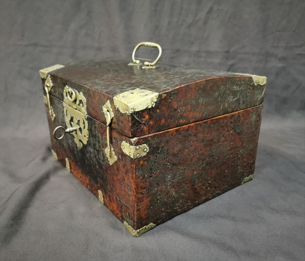 Large Leather Box Louis XIV Period. Late 17th Century-photo-3