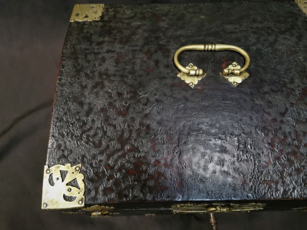 Large Leather Box Louis XIV Period. Late 17th Century-photo-5