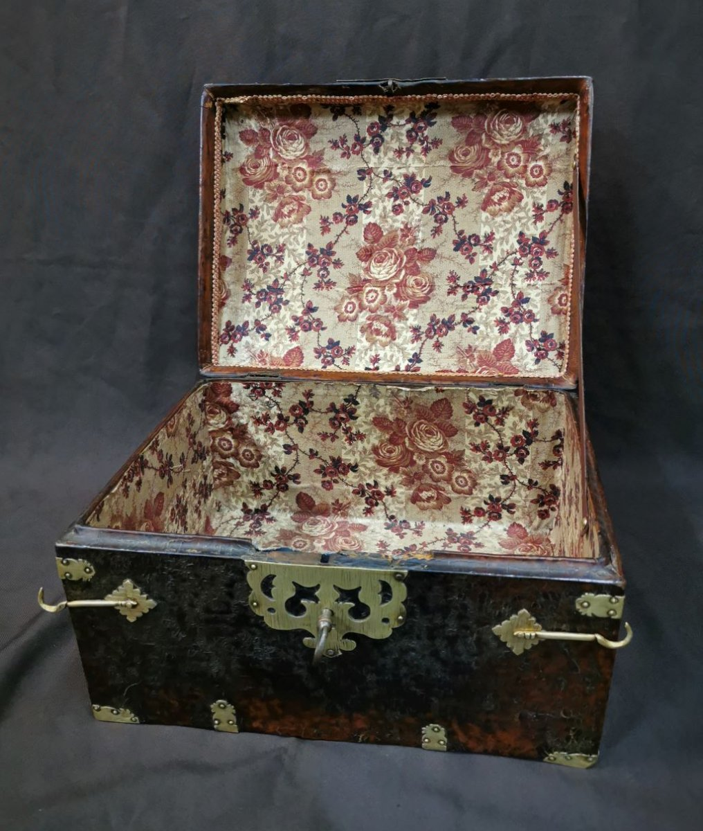 Large Leather Box Louis XIV Period. Late 17th Century-photo-6