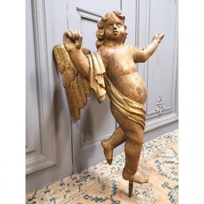 Ange Ailé En Bois Sculpté Polychrome Et Doré.
