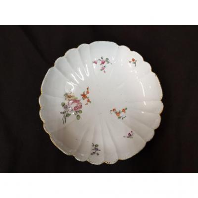 Petit Plat Creux En Porcelaine. Manufacture De Boissettes.