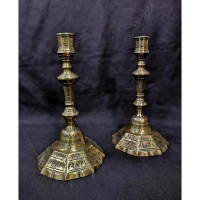 Paire De Bougeoirs En Bronze Ciselé. Epoque Louis XV