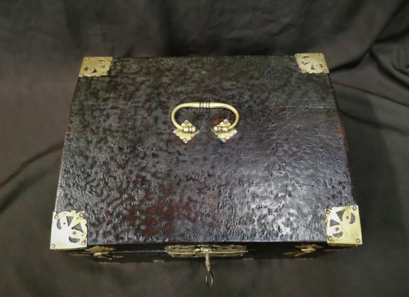 Large Leather Box Louis XIV Period. Late 17th Century-photo-4