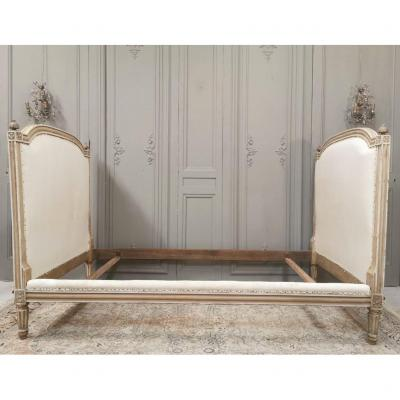 Bed Louis XVI Beige Lacquered. Late 18th Century