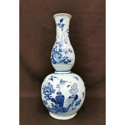Vase Gourde En Faïence De Nevers. Epoque Dernier Quart XVIIème