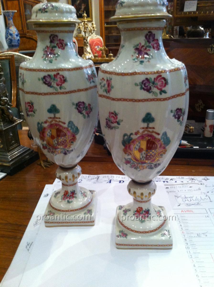 """Paire De Vases Aux Blasons """""""