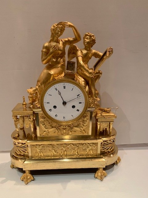 Aphrodite Empire Clock Making Its Toilet