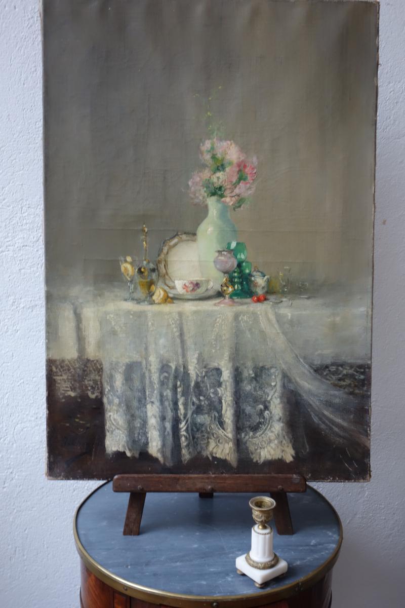 Huile Sur Toile. Vase De Fleurs Sur Un Entablement.