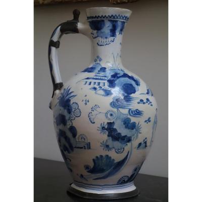 Important Pichet En Faience Bleu Et Blanc, Imité De La Chine, Delft XVIII ème