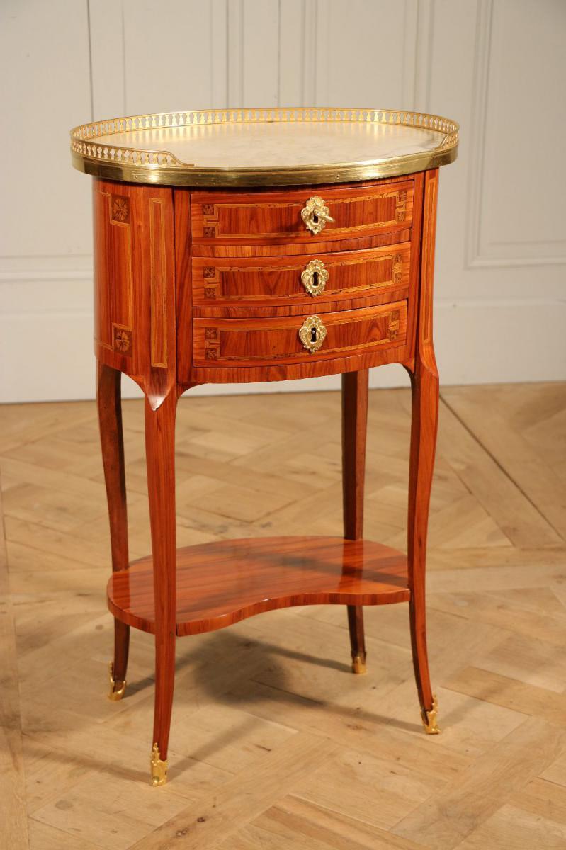 Table de salon ovale fin de l 39 poque louis xv tables Table de salon ovale