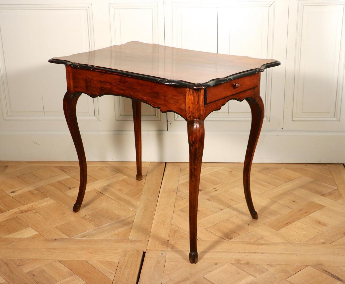 Table En Noyer, Vallée Du Rhône, époque Louis XV.