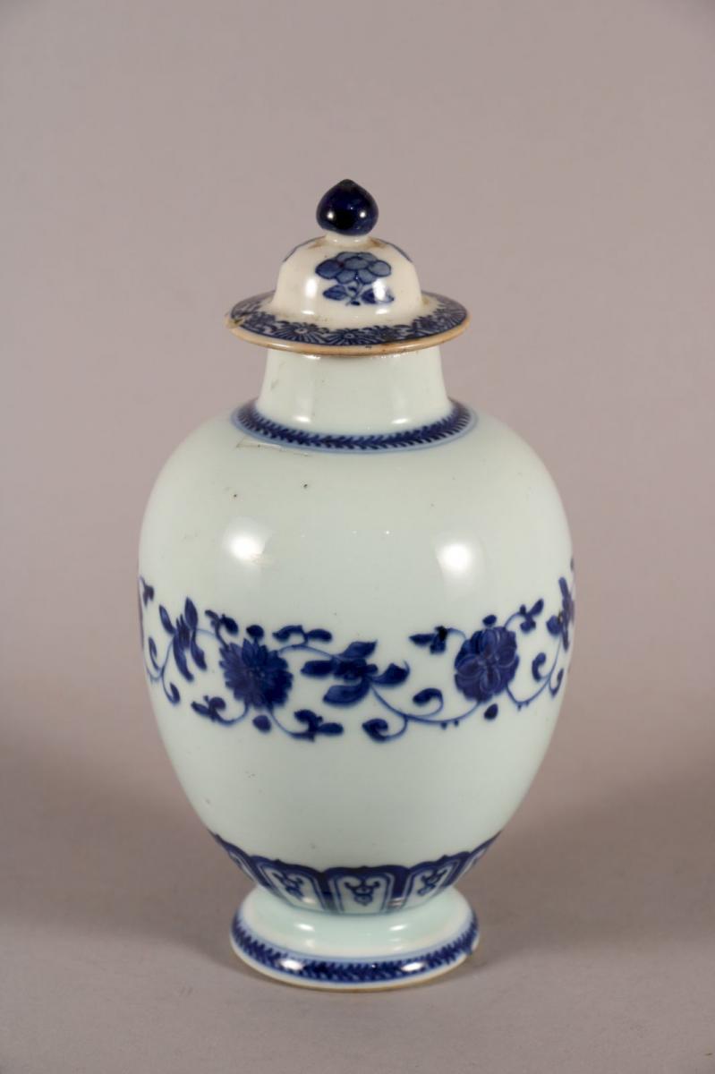 Petit Vase Couvert, Chine, XVIIIe Siècle (1)