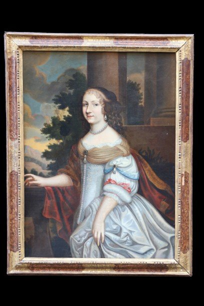 Portrait à Mi-corps De Trois Quarts D'une Probable Princesse