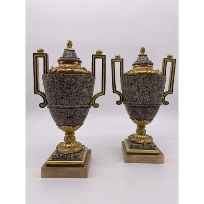 Paire De Vases à L'antique En Granit Et En Bronze Doré.