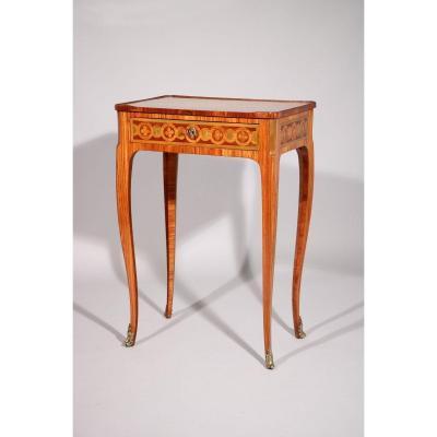 Petite Table Marquetée Estampillée Nicolas Petit