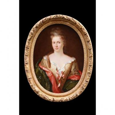 Portrait De Femme élégante