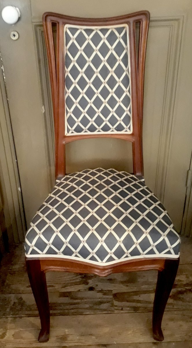 Chaise Style Art Nouveau majorelle chair in molded and carved wood. louis majorelle