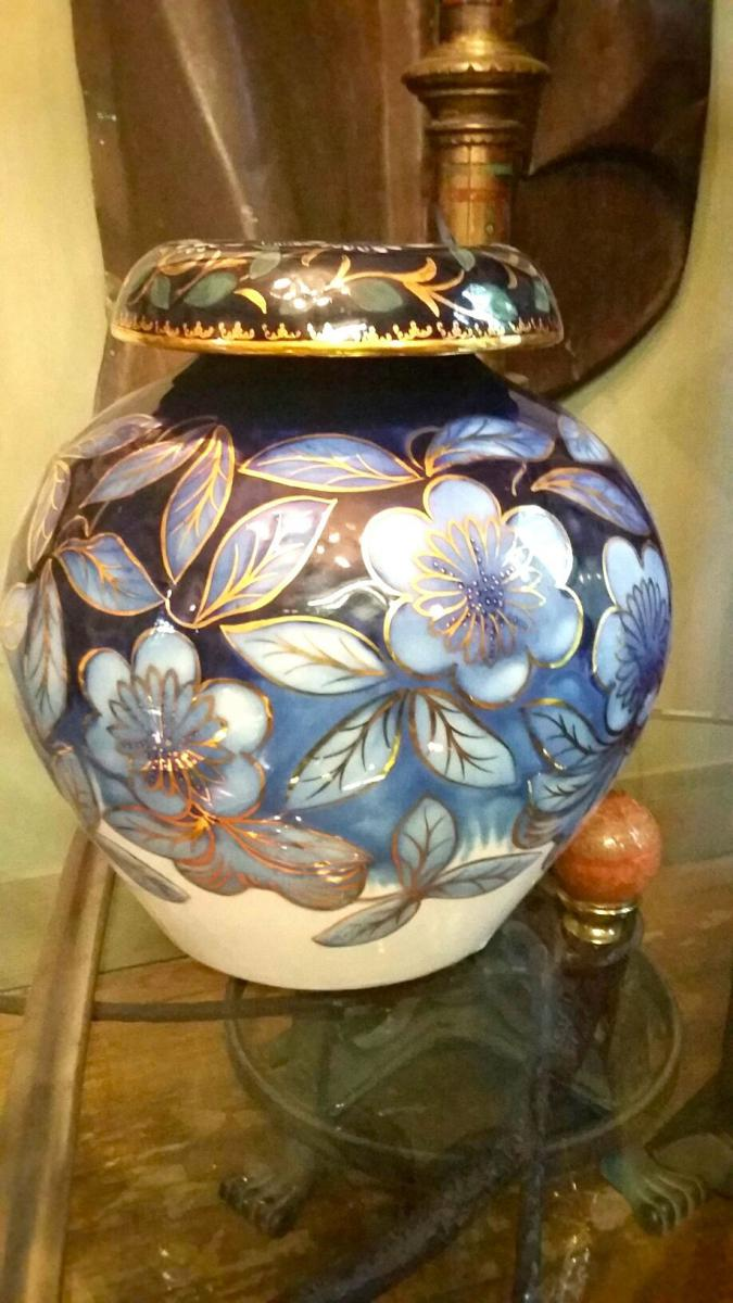 Un Vase Limoges Signé