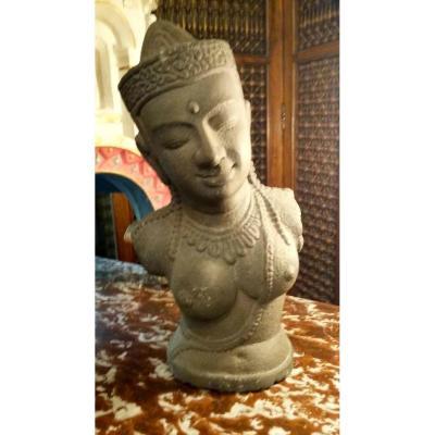Un Buste d'Apsara Khmer , 11_ème-13-émé Siècle