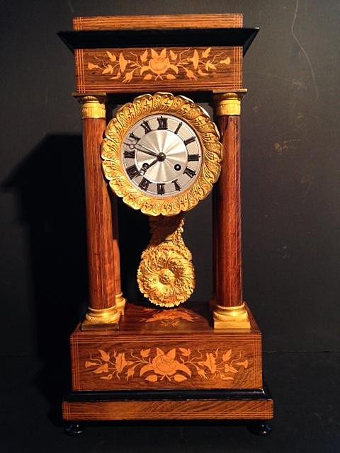 Horloge Charles X à 4 colonnes palissandre et citronnier