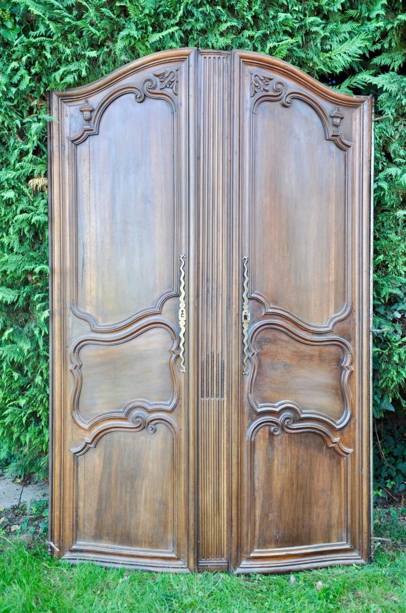Portes ancienne De Façade De Boiserie Galbée En Noyer Louis XV
