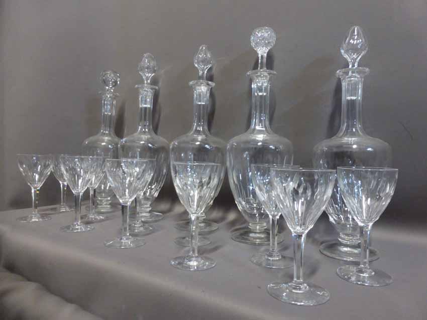 Service De 50 Verres Et 6 Carafes En Cristal
