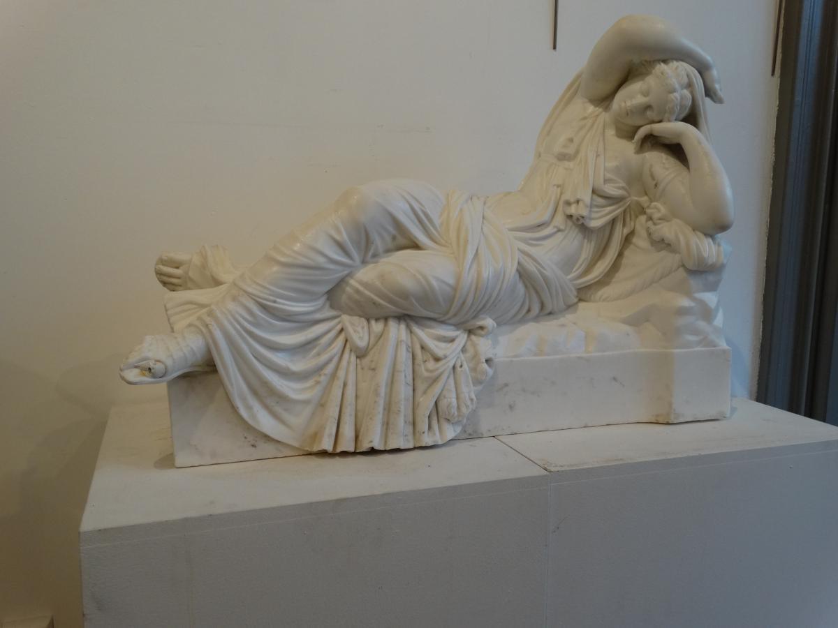 Une Jeune Femme à l'Antique(Cléopatre ) en marbre de Carrare